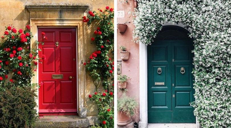 Входная дверь в цветах
