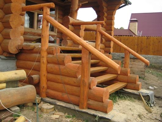 Деревянное крыльцо к дому