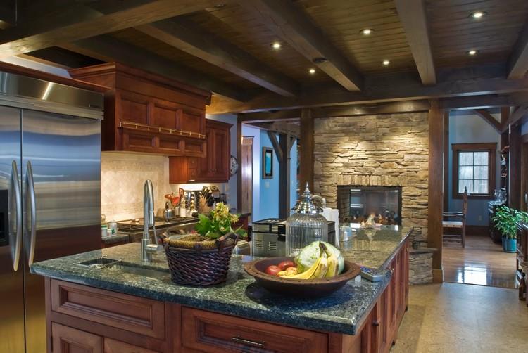 Камин на кухне