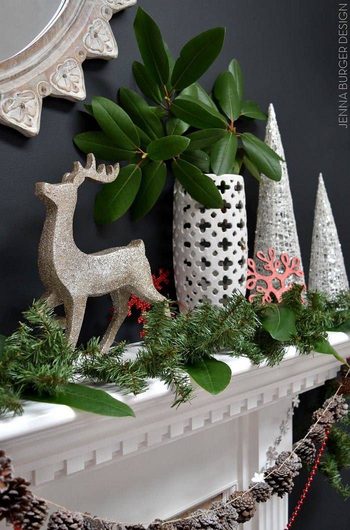 Новогодний декор камина