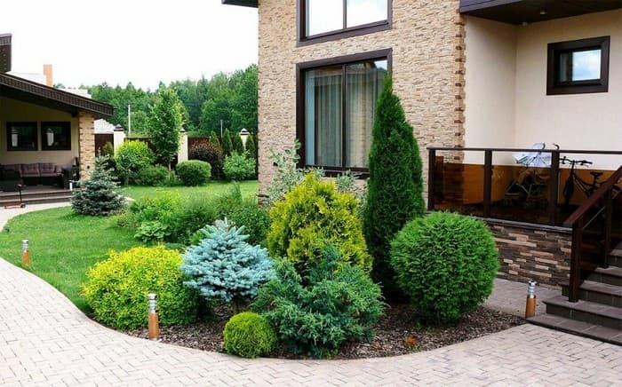 дизайн двора на даче